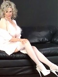 Grey-haired grandma reveals her aged pussy