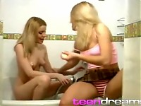2 Girls making love together