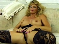 Big mama fills in her gaping pussy with dildo