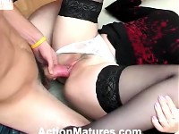 Sex-crazy mature chick adores facesitting and fucking right on the floor