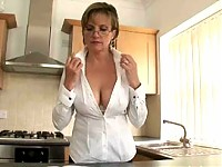 Lady Soinia - Trophy Wife Cleavage