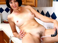Lonely cougar milf Katie masturbating her Anilos pussy in bed