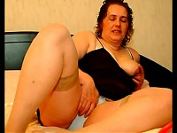 Chunky mature slut playing with her toys