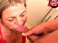 Old housewife in horny toilet action