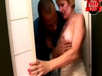 pissing a mature cunt in the face