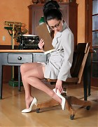 Asian secretary with stockings and white heels Picture 3