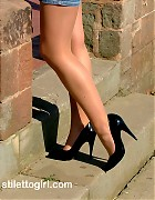 Catherine makes a walk in stockings and heels Picture 10