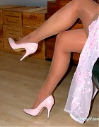 Becky in pink evening dress and pink pumps Picture 14